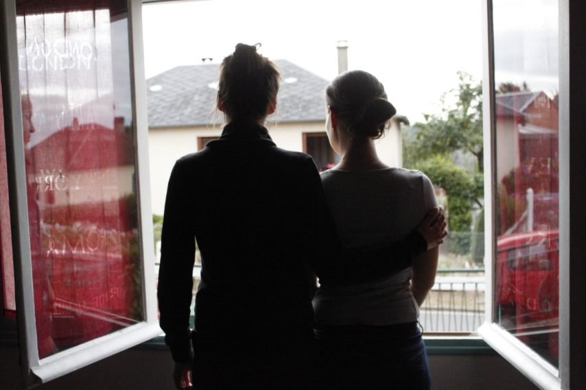La vie après l'inceste : le témoignage de deux soeurs